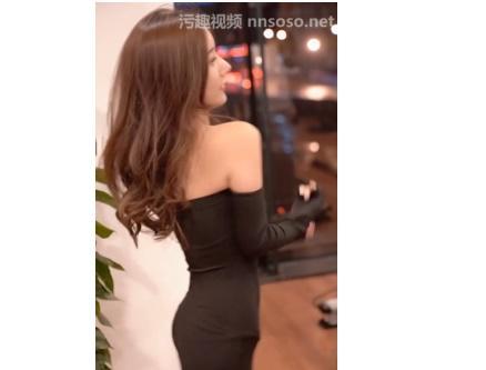 韩国女主播짱짱걸白衣女门把手舔的欲火焚身 热门段子 热图5